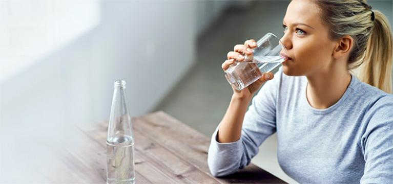 Boire de l'eau tôt le matin permet d'affiner sa silhouette rapidement