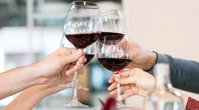 L'alcool est un plaisir festif, mais si vous voulez affiner votre visage il faut limiter sa consommation