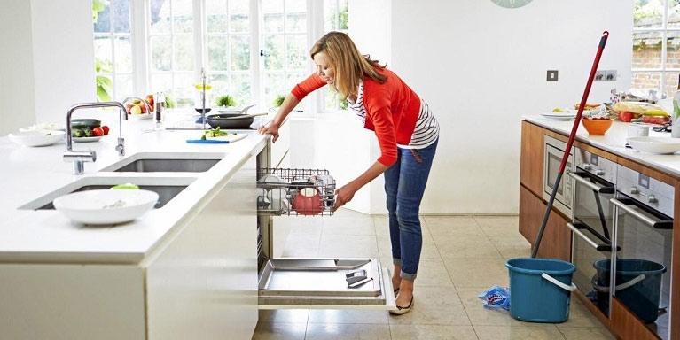 Faire le ménage plus souvent aide à perdre du ventre rapidement