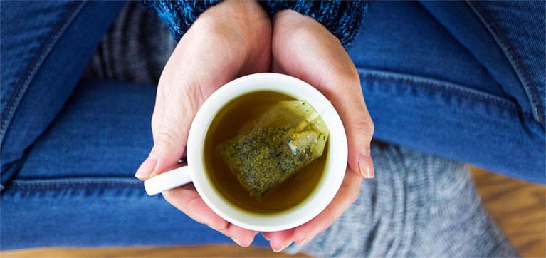 Boire du thé vert pour maigrir est une pratique qui ne date pas d'hier